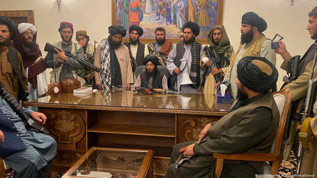 چهكدارهكانی تاڵیبان له ناو كۆشكی سهرۆكایهتی ئهفغانستان ـ 2021.8.14